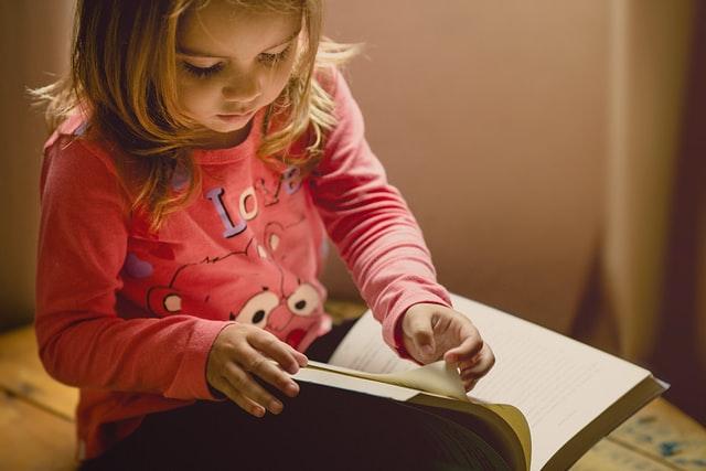 9 причин, почему полезно читать детям книги